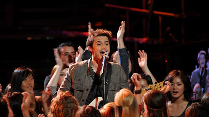 """Kris Allen performs """"All She Wants to Do is Dance"""" by Don Henley on """"American Idol."""""""