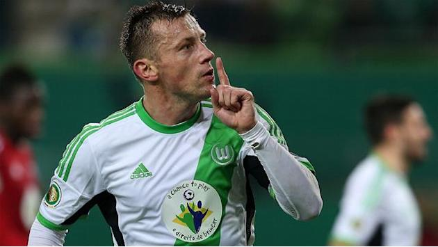 Bundesliga - Striker Olic extends Wolfsburg deal to 2016
