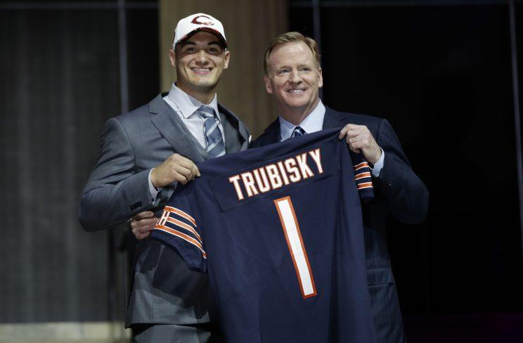 Bears fans didn't seem to happy with Chicago's trade to get Mitchell Trubisky. (AP)