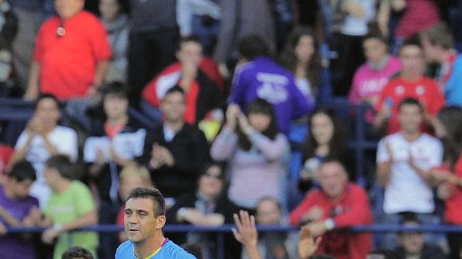 Levante's Sergio Ballesteros, left, reacts after Osasuna scored against his team, the leader of the Spanish League, during their Spanish La Liga soccer match at Reyno de Navarra stadium in Pamplona, northern Spain, Sunday Oct. 30, 2011. (AP Photo/Alvaro Barrientos)