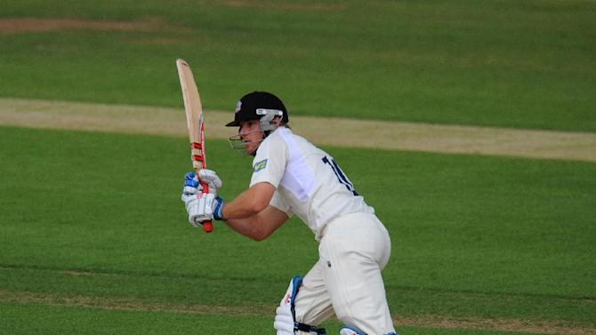 Laurie Evans hit an unbeaten 68 as Warwickshire defeated Northamptonshire in the Friends Life t20