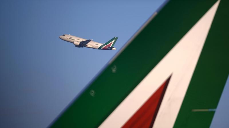 """Alitalia, vendita slitta a ottobre. Lufthansa: """"Così com'è non ci interessa"""""""