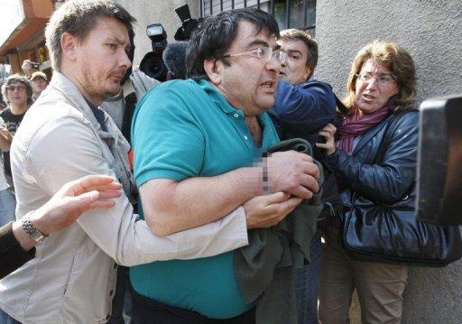 """A man identified by Spanish medias as Javier Lopez Pena, alias Thierry the suspected leader of Basque rebels ETA shouts slogans as he is escorted by police on May 21, 2008 in the French western city of Bordeaux, after being arrested in a joint raid of French and Spanish police yesterday. In the raid was arrested prominent ETA figure Javier Lopez Pena, also known as """"Thierry"""". ETA initials stand for Euskadi ta Askatasuna, or Basque Homeland and Freedom in the Basque language. AFP PHOTO PATRICK BERNARD"""