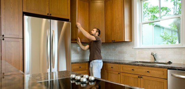 What 39 S Smarter Replacing Or Refacing Your Cabinets Yahoo Homes