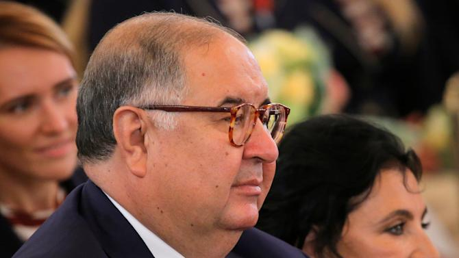 FIE president Usmanov and VFRG chief Viner-Usmanova attend awarding ceremony for Russian Olympic medallists returning home from 2016 Rio Olympics at Kremlin in Moscow