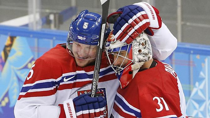 Czechs beat Slovakia 5-3, play US in quarterfinals