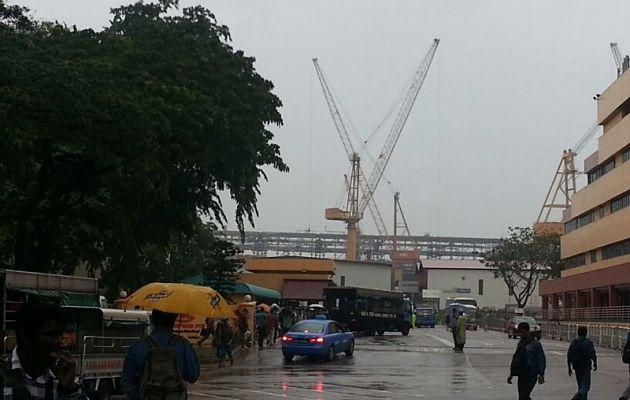 Some 90 workers have been sent to four hospitals after a Jurong accident. (Yahoo! photo/ Fann Sim)