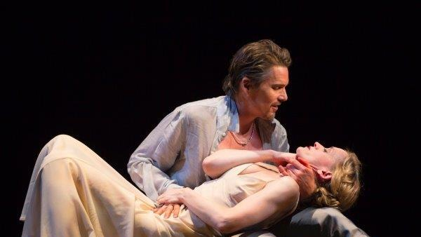 'Macbeth' Theater Review: Ethan Hawke Stars in a Movie-Friendly Staging