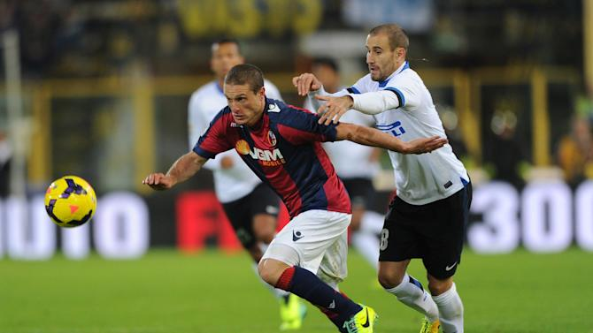 Bologna's Diego Perez, left, challenges for the ball with Inter's Rodrigo Palacio during the Italian Serie A soccer match between Bologna and Inter Milan at the Renato Dall' Ara stadium in Bologna, Italy, Sunday, Nov. 24, 2013