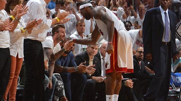 David Beckham and LeBron James at Miami Heat game (AFP)