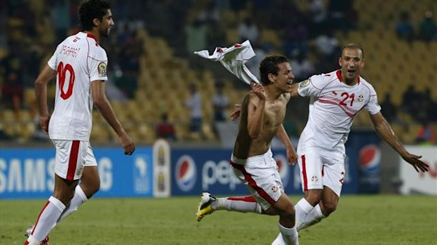 Tunisia's Youssef Msakni (C) celebrates with team mates after scoring against Algeria during their African Nations Cup (AFCON 2013) Group D soccer match in Rustenburg, January 22, 2013 (Reuters)