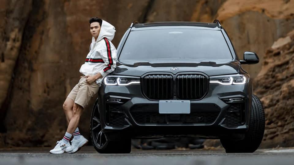 【明星聊愛車】Kevin老師為家人選擇BMW X7  對雙腎型水箱情有獨鍾  推第三排座位超舒適!