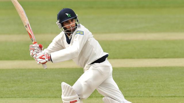 Cricket - Record Rashid inspires Yorkshire