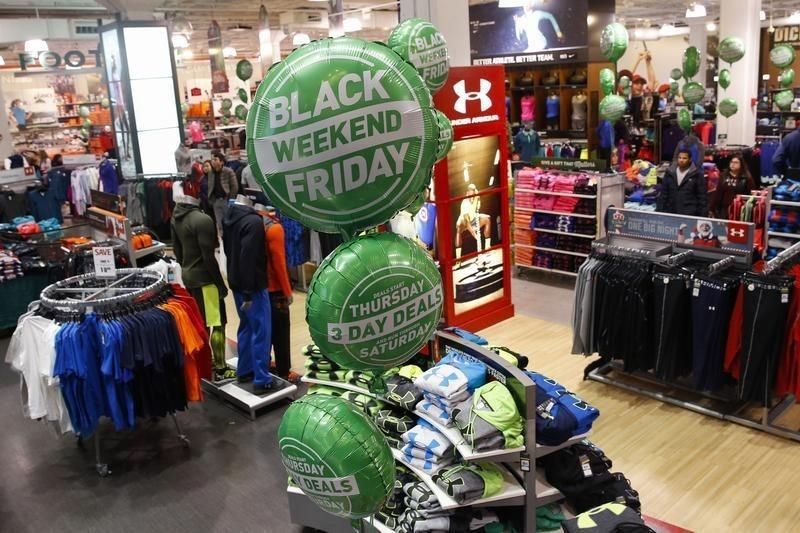 U.S. consumers and stores face off over depth of holiday discounts