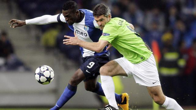 Champions League - Moutinho strikes as Porto sink Malaga