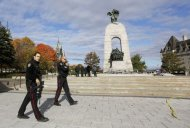 Police officers patrol alongside the Canadian War Memorial following a shooting incident in Ottawa October 22, 2014. REUTERS/Chris Wattie