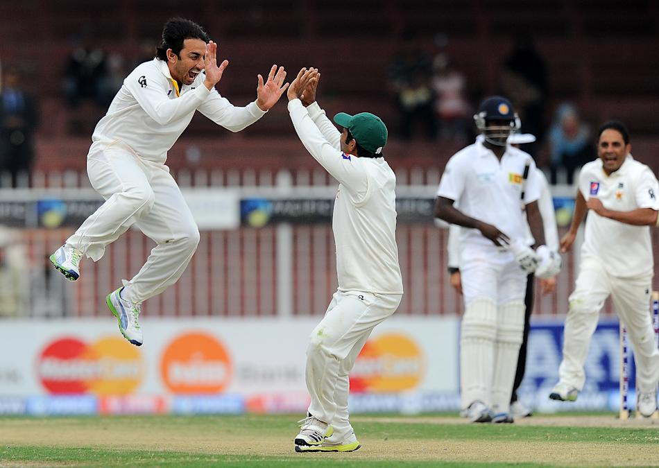 Pakistan bowler Saeed Ajmal (L) celebrates after dismissing Sri Lankan batsman Mahela Jayawardene during the fourth day of the third and final cricket Test match between Pakistan and Sri Lanka at the