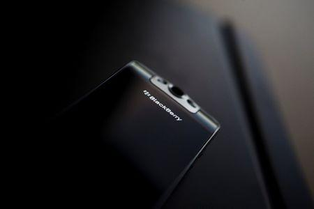 A posed Blackberry Pearl smartphone is seen at the Research in Motion (RIM) headquarters in Waterloo, November 16, 2009. REUTERS/Mark Blinch/File Photo