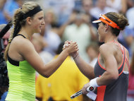 Samantha Stosur (R) suffered a three-set loss to Victoria Azarenka in the US open quarter-finals