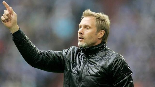 Bundesliga - Hamburg sack coach Fink after heavy Dortmund loss