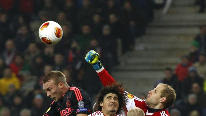FC Salzburg's goalkeeper Gulacsi punches the ball next to team mate Ramalho and Ajax Amsterdam's van der Hoorn and Klaassen during their Europa League soccer match in Salzburg