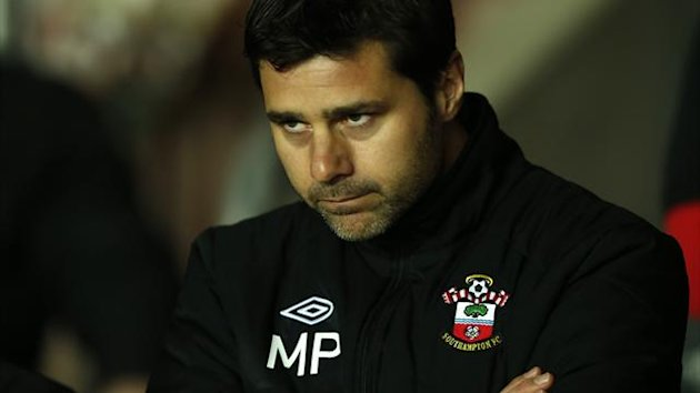 Southampton's new Argentine manager Mauricio Pochettino watches the warm-up before the English Premier League soccer match against Everton at St Mary's Stadium in Southampton January 21, 2013 (Reuters)