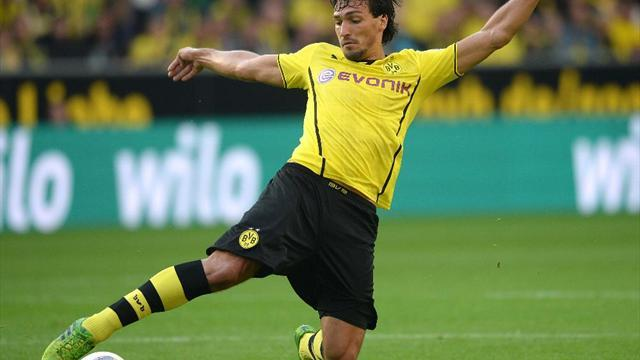 Bundesliga - Hummels injures foot, to miss two more weeks