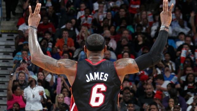Basketball - Heat return to winning ways, clinch top seed