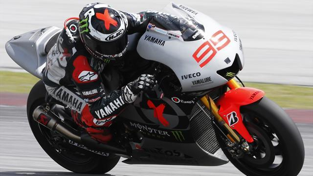 Motorcycling - Lorenzo quickest in rain at Jerez