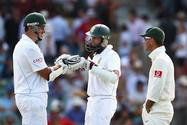 ADELAIDE, AUSTRALIA - NOVEMBER 23:  Graeme Smith of South Africa and Ricky Ponting of Australia exchange words after Smith was given out only to have the decision over-turned after it was referred to