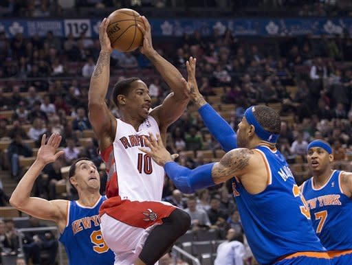 Anthony scores 37, Knicks clinch playoff berth