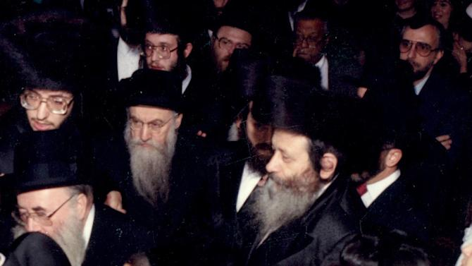In this Nov. 1, 1989, photo provided by vosizneias.com, courtesy of Isaac Abraham, Rabbi Chaskel Werzberger, center right, attends a wedding in the Williamsburg section of the Brooklyn borough of New York. Werzberger was killed in 1990 during a botched diamond robbery attempt and a man was convicted and sent to prison.  On Thursday, March 21, 2013, the murder conviction of David Ranta, 58, was vacated by a Brooklyn judge based on a review that determined Ranta probably did not kill Werzberger and concluded detectives had mishandled aspects of the investigation. At center left is Rabbi Yisrael Chaim Menashe Friedman.  (AP Photo/ vosizneias.com, courtesy of Isaac Abraham) MANDATORY CREDIT