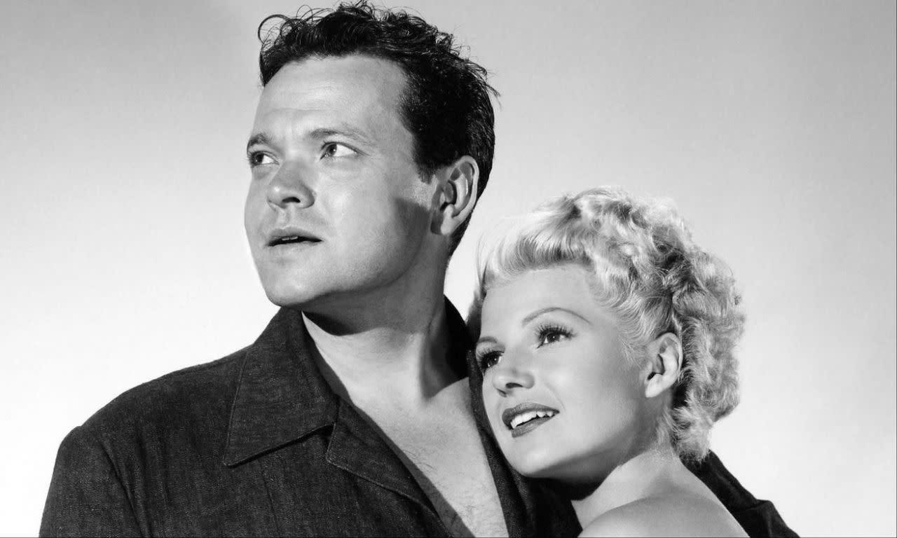 <p>十二、奧森威爾斯和麗泰海華絲:奧森威爾斯的花心程度就跟他的創作才華一樣舉世聞名,但麗泰海華絲(Rita Hayworth)仍然鐵了心要嫁給他。兩人是在合作舞台表演「水星奇幻秀」The Mercury Wonder Show時結緣,並在1943年步入禮堂。但這段婚姻維持了沒多久,就在奧森威爾斯一再出軌之下,讓兩人於1947年離異。她仍然視他為自己的畢生摯愛,而他則說自己很幸運,比起她生命中的其他男人而言,他陪在她身邊的時間最久。 </p>