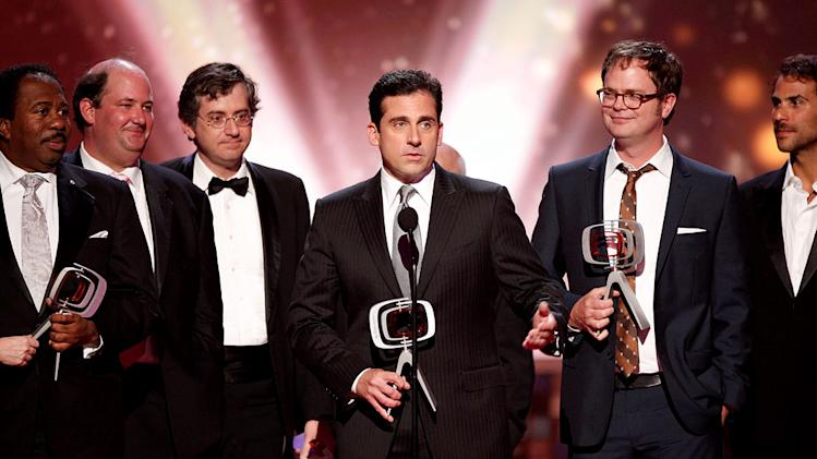 "Leslie David Baker, Brian Baumgartner, Greg Daniels, Steve Carell, and Rainn Wilson accept the Future Classic Comedy Award for current favorite ""The Office."" TV Land Awards 2008"