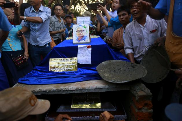 Supporters gather around Win Tin's grave during his funeral ceremony in Yangon