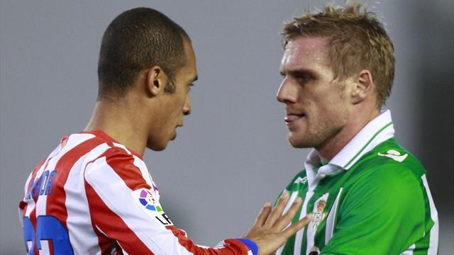 Liga - Betis defender faces 50 days with his mouth closed