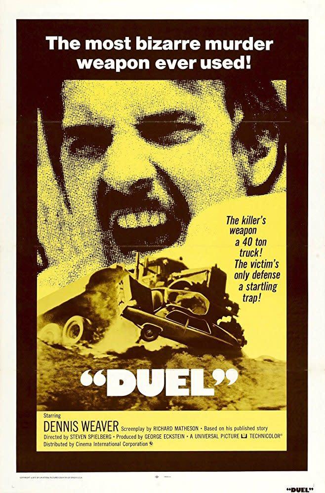 <p>二、《飛輪喋血》Duel,1971:在《大白鲨》四年之前就已問世的《飛輪喋血》,稱得上是奠定了史蒂芬史匹柏進軍主流電影圈,並得以拍攝《大白鲨》的重要作品。當時年僅二十五歲的史蒂芬史匹柏,在片中藉由一位看不見的敵人,駕駛著大卡車逐步逼近主角,故事雖然看似簡單,卻透過鏡頭與音效製造出無可脫逃的驚悚張力,讓這部僅耗費四十五萬美金拍就的作品,在上映時得以抱回逾十倍的獲利,而史蒂芬史匹柏也贏得了更多資源來拍攝高成本的《大白鲨》。(圖:電影海報/IMDb) </p>