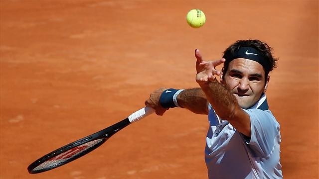 Tennis - Federer to continue new racquet experiment