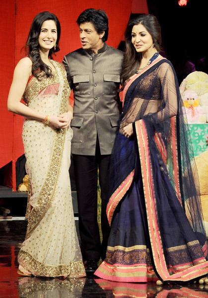 What's making SRK and his ladies smile?