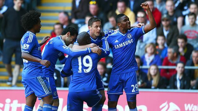 Premier League - Chelsea keep up pressure at top