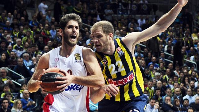 Basketball - Holders Olympiacos struggle as Barcelona march on