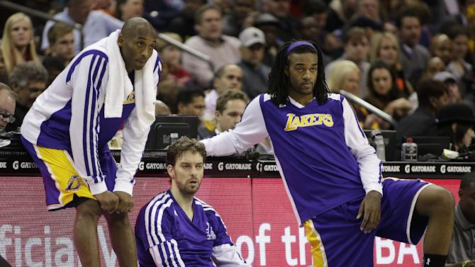 Los Angeles Lakers' Kobe Bryant, left, Pau Gasol, center, and Jordan Hill, right, wait to enter an NBA basketball game against the Charlotte Bobcats during the first half in Charlotte, N.C., Saturday, Dec. 14, 2013