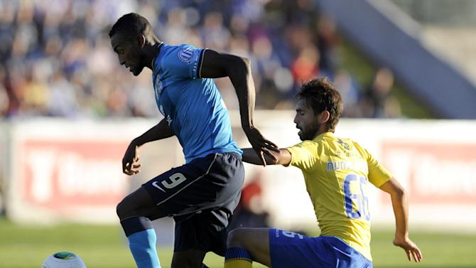 FC Porto's Jackson Martinez, left, challenges Arouca's Nuno Coelho, right, during their Portuguese League soccer match at the Municipal Stadium, in Arouca, Portugal, Sunday Oct. 6, 2013