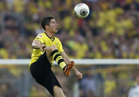 Borussia Dortmund's Polish striker Robert Lewandowski stops a ball during his team's German SuperCup 2013 soccer match against Bayern Munich in Dortmund July 27, 2013. REUTERS/Wolfgang Rattay