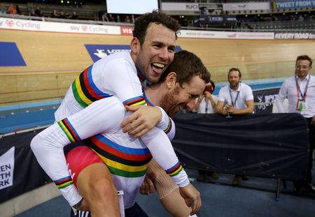 Mark Cavendish and Sir Bradley Wiggins of Britain celebrate in London