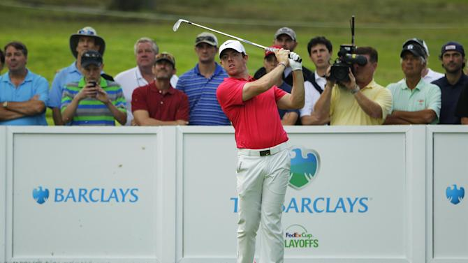 Golf - McIlroy struggles as Van Pelt leads Barclays' logjam