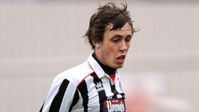 League Two - Chesterfield snap up winger