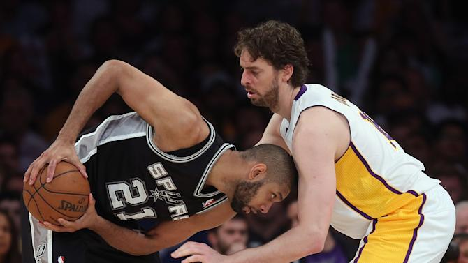 San Antonio Spurs v Los Angeles Lakers - Game Four