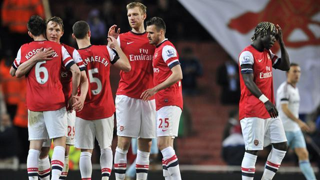 Premier League - Wenger gamble on Arsenal's golden oldies pays off