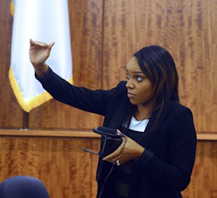 Shayanna Jenkins describes the size of a box as she testifies in court during. (AP)